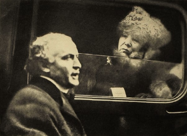Grainy photo of Houdini speaking to Bernhardt through an open car window.