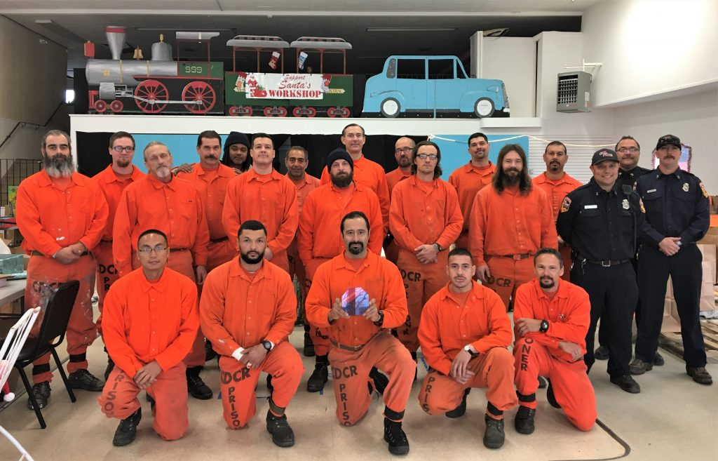 Inmates and CALFIRE staff pose for a group photo.
