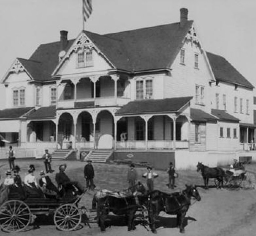 Grainy photo of Boca hotel with horses in front.