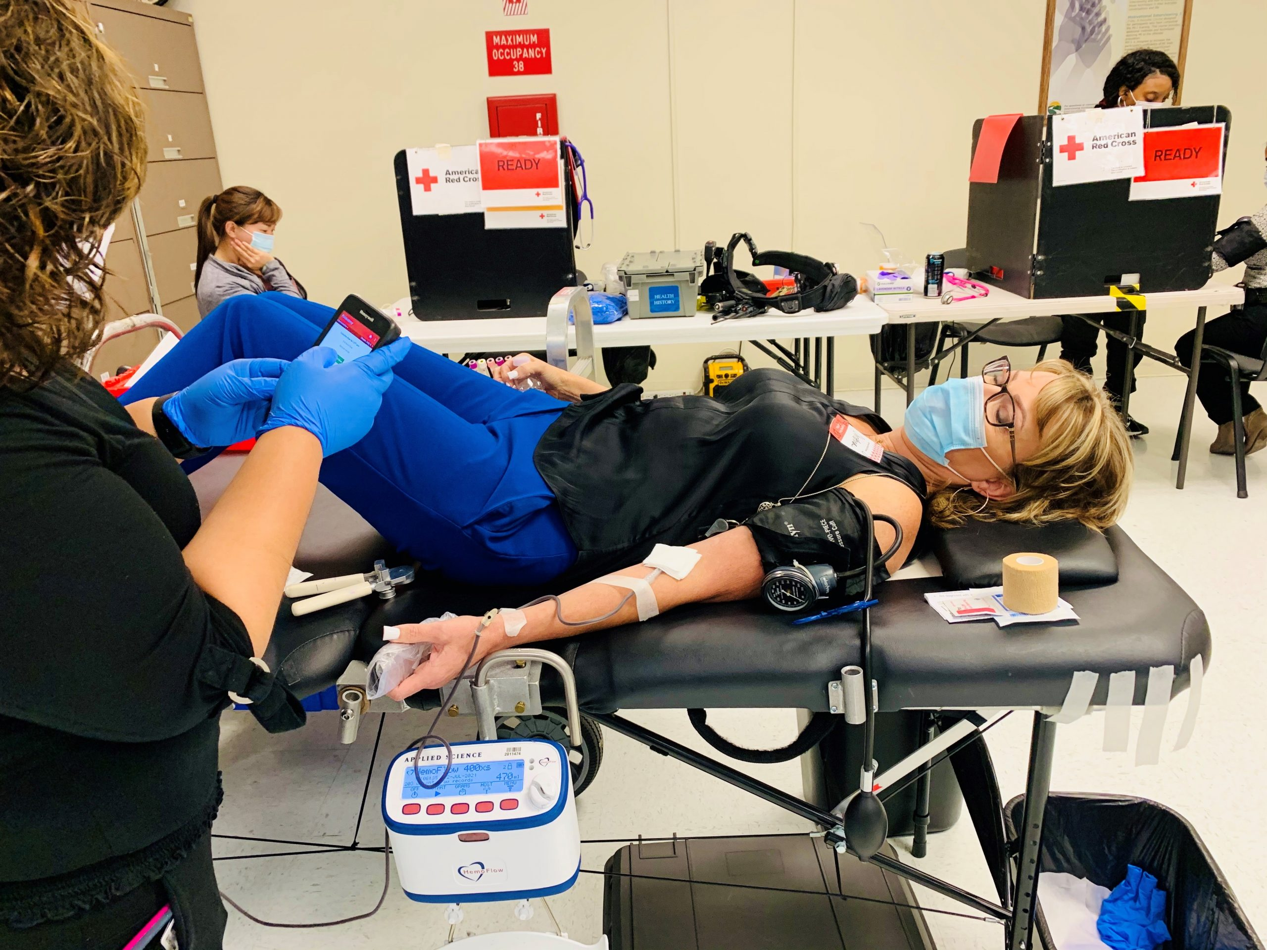LAC employee giving blood