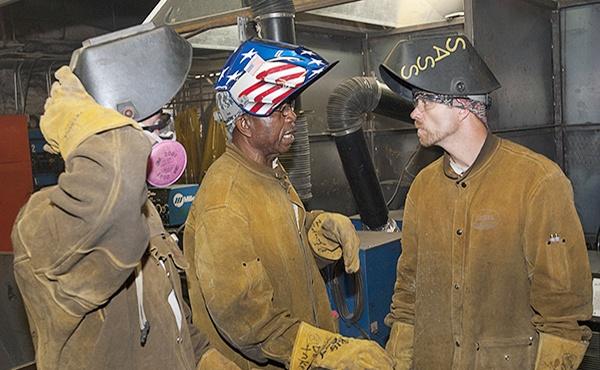welder workers talking